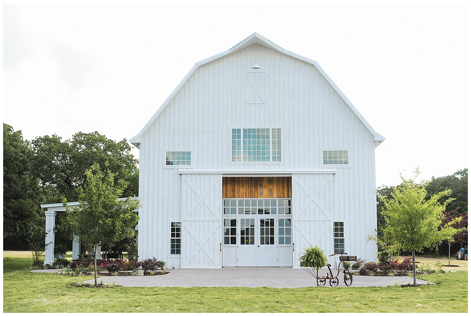 Modern Barn Wedding Venue | The White Sparrow